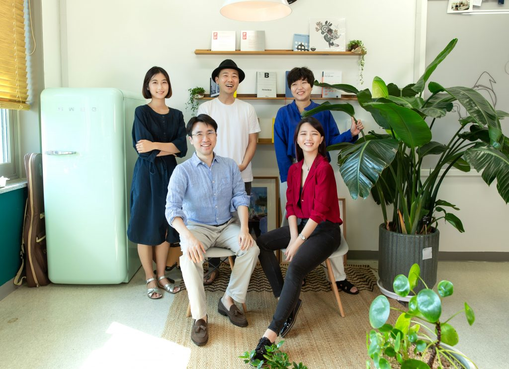 The design team consists of Professor Hwang Kim (Graduate School of Creative Design Engineering), Professor Dooyoung Jung (School of Design and Human Engineering), Dokyung Kim, Jiyoung Lee, and Hyojeong Jin.