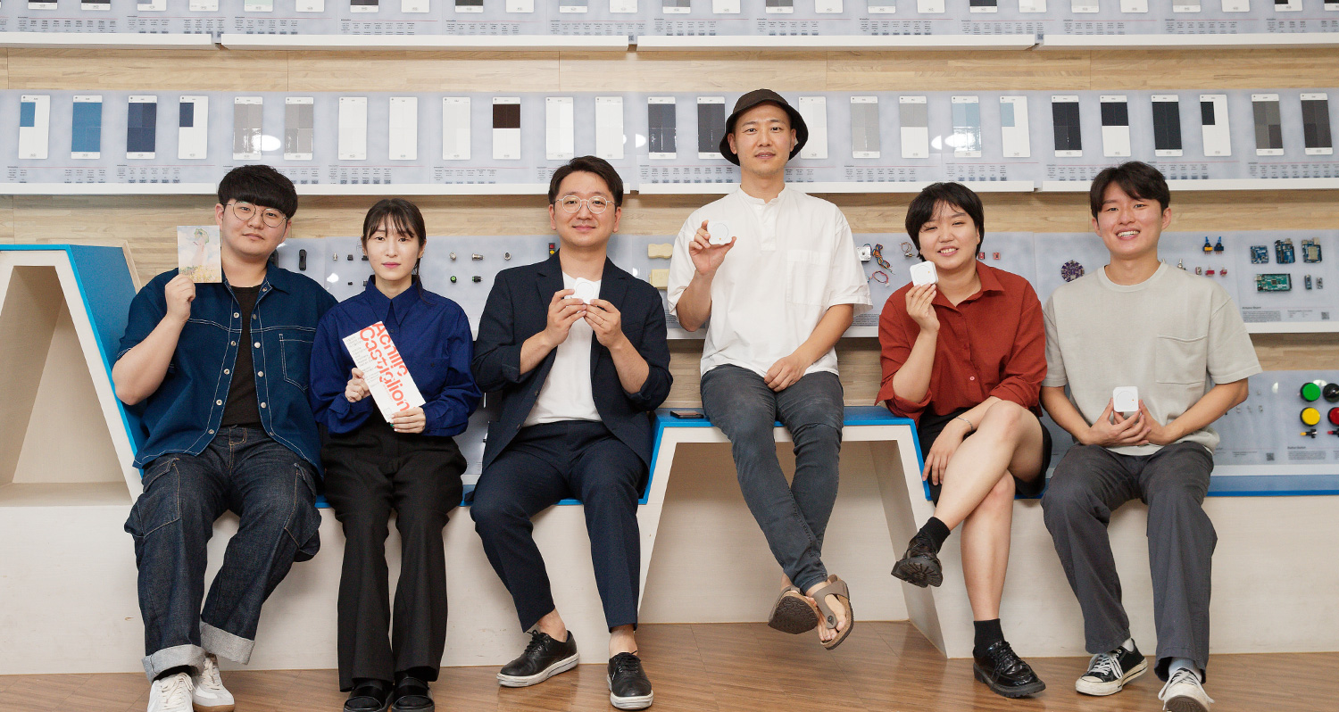 From left are SeongBeom Kim, HyeJin Oh, Professor Young-Woo Park, Professor Hwang Kim, JiYoung Lee, and SungWon Jang
