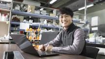김건태 에너지 및 화학공학부 교수는 고체 산화물 연료전지 분야를 꾸준히 개척하고 있는 연구자다. 그는 연료전지가 상용화돼 친환경적으로 에너지를 쓸 수 있는 날을 꿈꾸고 있다.