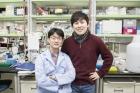 왼쪽부터-송-기자의-지도교수였던-박찬영-UNIST-생명과학부-교수와-송준섭-기자.jpg