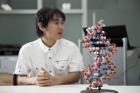 UNIST-게놈연구소와-DNA-모형.jpg