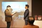 김정범-UNIST-교수오른쪽가-12월-14일-울산창조경제혁신센터에서-열린-블랙데모데이에서-중소벤처기업부-장관상을-받았다-2.jpg