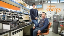 3D 프린터로 열전발전기를 제작하는 기술을 개발한 UNIST 연구진. 왼쪽부터 김민석 연구원과 손재성 교수. | 사진: 김경채