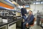 연구진-3D-프린터로-열전발전기를-제작하는-기술을-개발한-UNIST-연구진_왼쪽부터-김민석-연구원과-손재성-교수.jpg