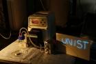 사진-알루미늄-공기-흐름-전지가-작동해서-전기를-발생시킨-모습.jpg