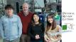 주기성 반평면 집합체에서 물질파의 회절 현상을 측정한 연구진의 모습_왼쪽부터 조범석 UNIST 교수, 독일 프리츠 하버 연구소의 빌란트 쉘코프(Wieland Schöllkopf) 박사, 김이영 연구원, 이주현 연구원.