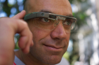 A_Google_Glass_wearer-위키백과.jpg