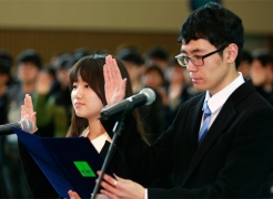 Student representatives, DaeHwa Kim (left), and JaeSung Kim (right), delievering the Oath of Freshmen.