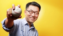 Dr. Oh-Sang Kwon (School of Design and Human Engineering) is posing for a portrait.