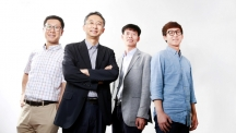 A team of UNIST researchers invented a revolutionary seperator membrane for high-performance rechargeable batteries. From left are Prof. Seungmin Yoo (Ulsan College), Prof. Sang-Young Lee (UNIST), Prof. Soojin Park (UNIST), and a combined master's and doctoral student, Jung-Hwan Kim (UNIST).