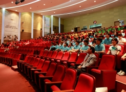 The 2015 Humanities Festival was held on Wednesday, July 22, 2015. Attendees of the festival are paying close attention to the special lecture by Dr. Kyungjae Myung (School of Life Sciences).