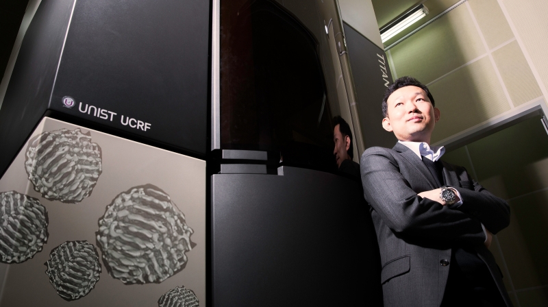 Prof. Kwanpyo Kim (School of Natural Science) is posing for a portait.