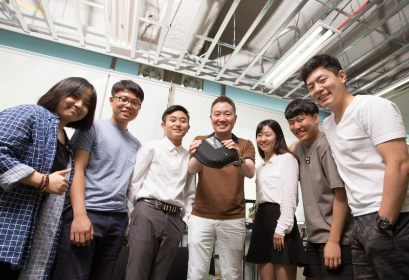 "Prof. Jeong and his team are posing for a group photo, while holding ""AproVIEW S2"". From left are HyeBin Song, GyoHwi Koo, JungMin Park, Prof. Jeong, BoRam Noh, JaeHee Kim, and JungHyun Bae."