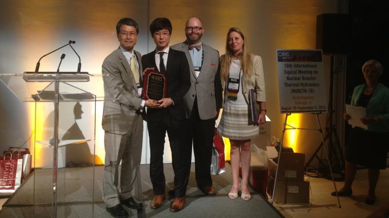 Prof. In-cheol Bang (left) and Researcher Kyung Mo Kim (2nd from the left) are holding a trophy after receiving the Best Paper Award at the 16th NURETH conference. l Photo Credit: Researcher Kyung Mo Kim