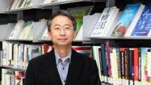 Prof. Sang-Young Lee (School of Energy and Chemical Engineering) is posing for a portrait at his office.