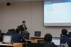 3.-UNIST-자체-개발-플랫폼-연수를-24일화-개최했다.-이날-범수균-교수학습센터-팀장이-플랫폼을-활용한-코스-제작을-설명-중이다..jpg