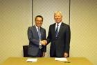11일현지시간-미국-댈러스에서-왼쪽부터임용택-한국기계연구원-원장과-정무영-UNIST-총장이-공동연구를-위한-MOU를-체결했다.-1.jpg