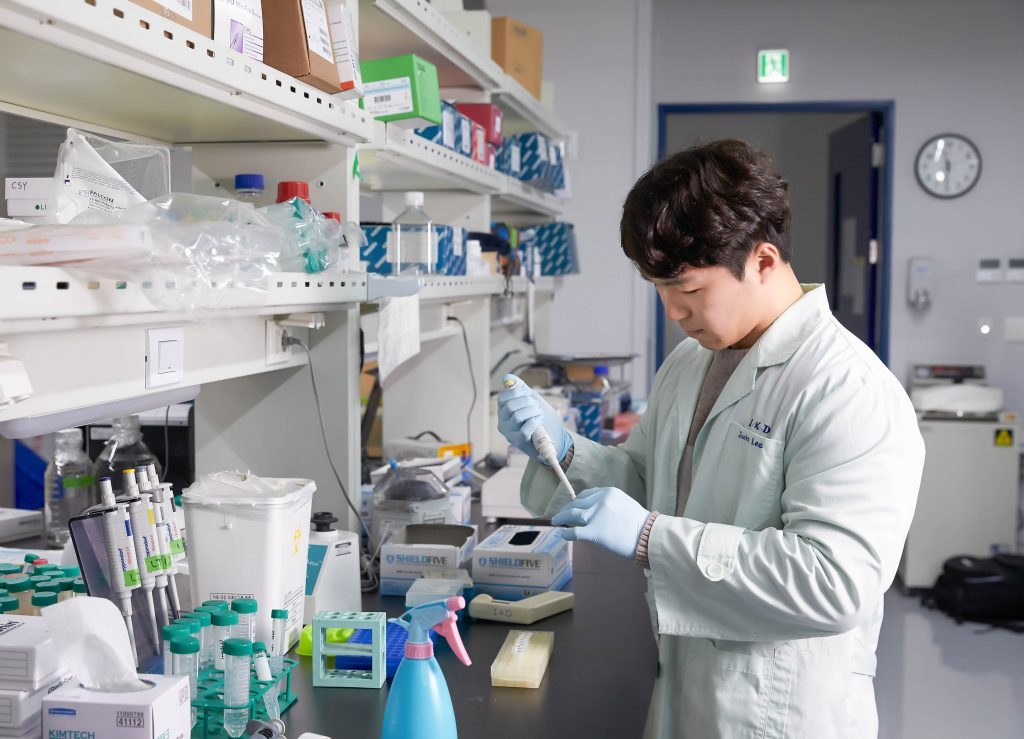 Jun Ho Lee in the School of Life Sciences at UNIST