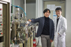 From-left-are-Professor-Ki-Suk-Lee-and-Hee-Sung-Han-in-the-School-of-Materials-Science-and-Engineering-at-UNIST..jpg